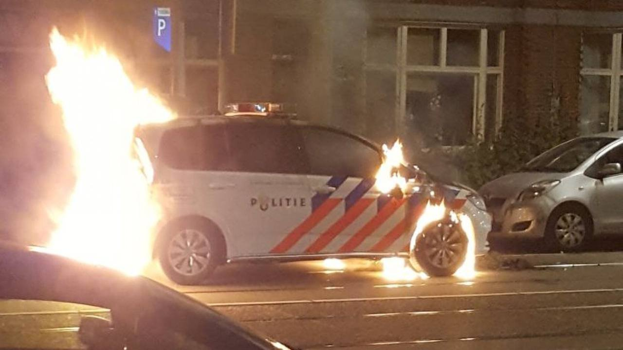 """Corona Riots in the Netherlands: """"The government has 'stolen millions from families' Coronariotsnl"""